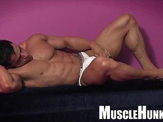 Yummy Muscle Guy Solo Wanking