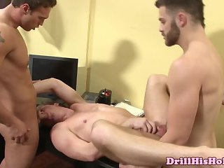 Powerful tops fucking threeway
