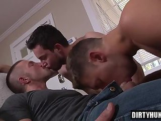 Muscle daddy threesome with cumshot
