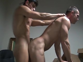 8b Muscle Slab Gives A unprotected Creampie