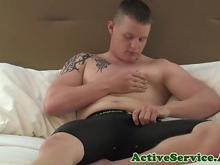 Muscular amateur jock masturbating solo
