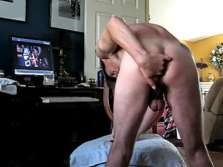 Filthy dude wanking toying on home cam