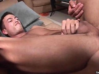 Gay sex till cumshot on a sofa