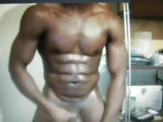 Body builder straight muscle guy shows on cam