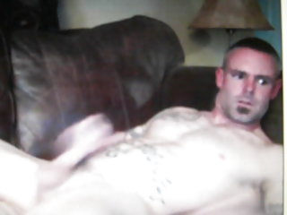 Very hot straight guy with tats jerking on cam