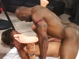 Muscle ebony fucks his boyfriend