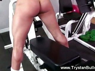 Gay jock gets a workout for his wrist at the gym whille wanking