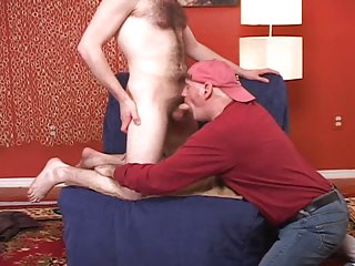 Hairy str8 hipster dude gets his 1st man on man blowjob from me.