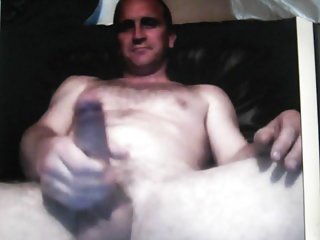 Hoy straight daddy jeking huge cock on cam