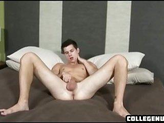 Horny hunk goes back to his dorm to masturbate