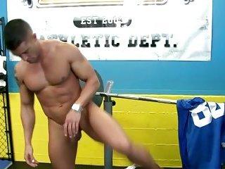 Muscley Hunk Pornstar Gets Sucked Off