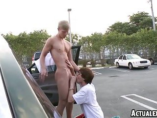 College twinks give head in parkinglot then fuck