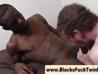 Guy tastes pussy and cock simultaneously