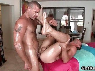 Ripper Gay Stud Gets Hot Fellatio