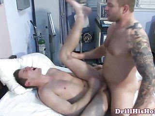 Hefty top giving ass slam to bottom
