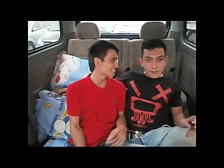 Amateur gays have sex in the car