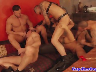 Gay orgy with muscular hunks