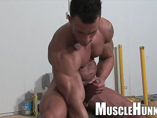 Hot Muscle Guy Beating Off