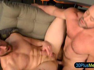 Hulky bears fuck and cum