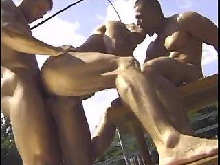 Muscle guys threeway outdoor suck