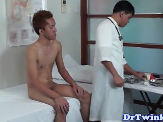 Gay asian twink gets assplayed by doctor