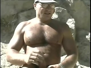 Horny Bodybuilder Outdoor Wanking