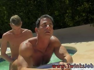 Muscly studs fucking in a pool