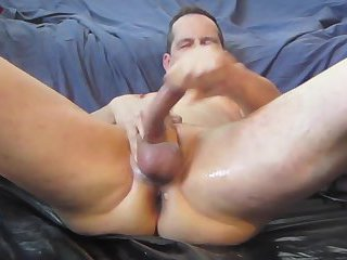 Mature guy whacking off