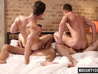 Hot bottom dap with cumshot