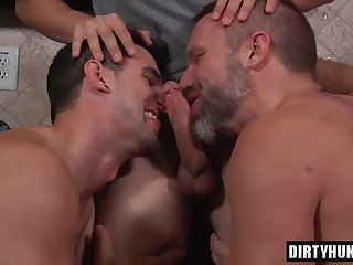 Muscle son threesome and cumshot