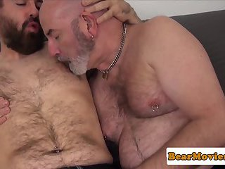 Mature bear rimmed n drilled by younger chub
