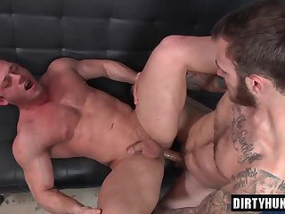 Muscle bottom oral sex and cumshot