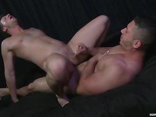 Brian Bonds & Marc Dylan Flip-Fuck (2013)
