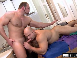 Muscle bear anal sex with facial