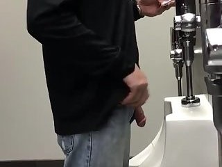 Watching a straight guy piss