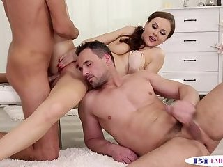 Dickriding stud wanks and cums during mmf