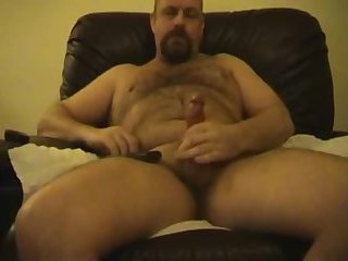 Hot hairy bear dad beats his meat