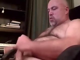 Papa bear jerking off