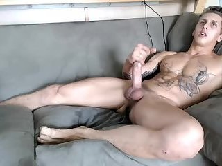 webcam floozy Cums W/buttplug In His pooper. large Feet And Hung 4