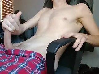 Twink in boxers pumps his weenie