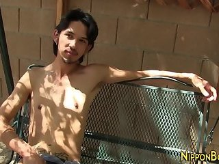 Asian hunk solo tugging
