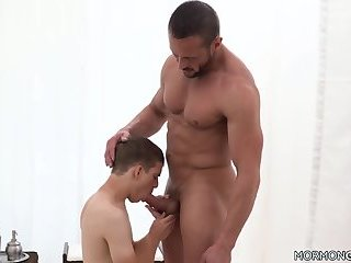 Submissive Twink Fucks Muscled Man