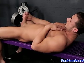 Muscular stud pleasures his big cock in gym