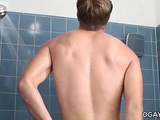 Seth Bond shower solo