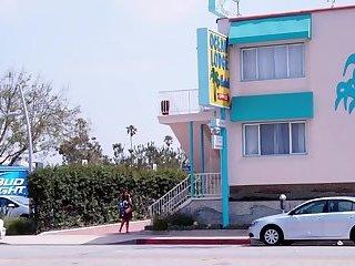 Welcome to LA, Ep. #8 Santa Mónica (2014)