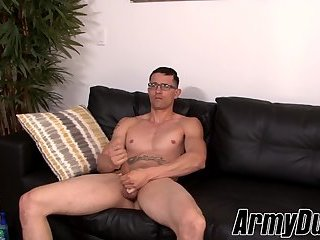 Muscular tattooed military stud jering off his huge cock