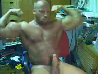 Huge muscle goon rips one off