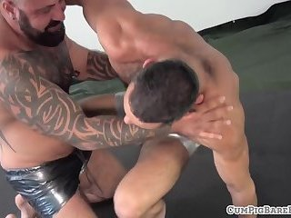 Inked bear gets his fat cock sucked