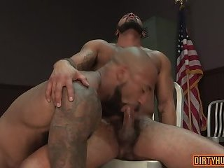 Big dick bodybuilder oral sex with cumshot