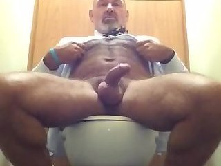 Mature beef jacker gets his cum fun going in public restroom